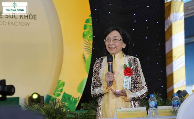 GS.TSKH Phạm Thị Trân Châu đã có những chia sẻ thiết thực tại buổi lễ