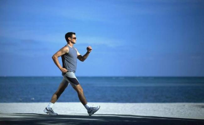Đi bộ giúp giảm đau dạ dày
