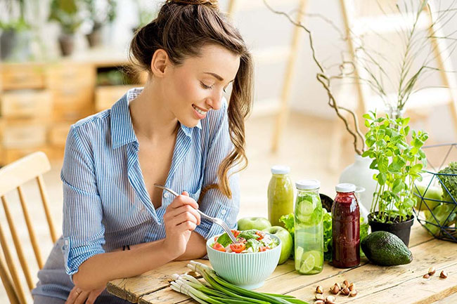 Ăn uống chậm rãi, từ từ làm tăng cảm giác no lâu