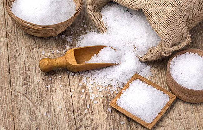 Muối hạt có hiệu quả tốt làm tiêu hao lượng mỡ tích tụ trên mặt