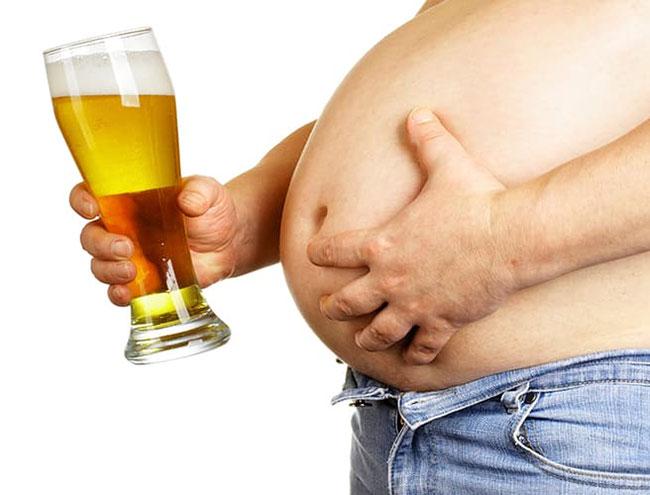Uống nhiều bia rượu là nguyên nhân gây béo bụng