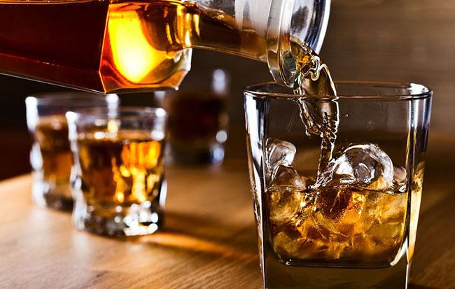 Đồ uống có cồn gây tích tụ mỡ trong cơ thể