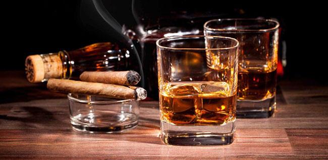 Rượu, bia, thuốc lá rất có hại tới sức khỏe con người