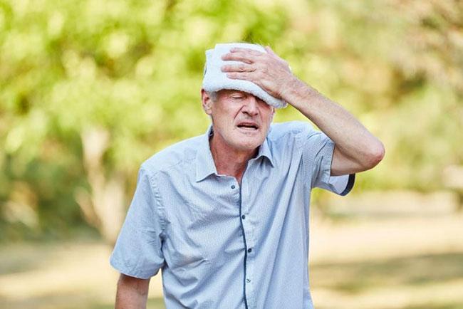 Người bệnh tăng tiết mồ hôi dù không hoạt động nhiều, đặc biệt vào ban đêm nên chú ý đến tình trạng bệnh tiểu đường của bản thân