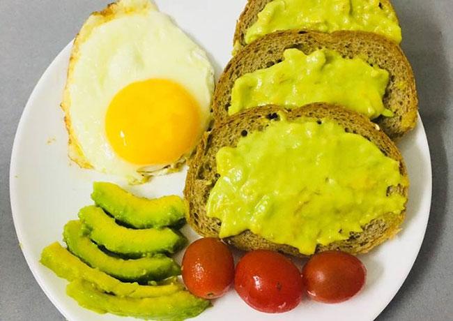 Trứng gà, bánh mì và bơ giúp cải thiện tình trạng xuất tinh sớm
