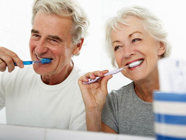 Đánh răng hằng ngày 2 lần giúp răng miệng khỏe mạnh và loại bỏ hầu hết vi khuẩn có trên răng, khoang miệng