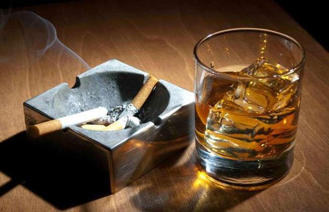 Từ bỏ rượu, bia, thuốc lá để cải thiện tình trạng máu nhiễm mỡ