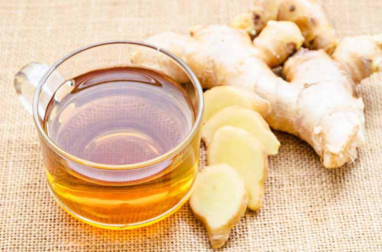 Uống trà gừng thường xuyên giúp làm giảm cơn đau do bệnh thống phong gây nên
