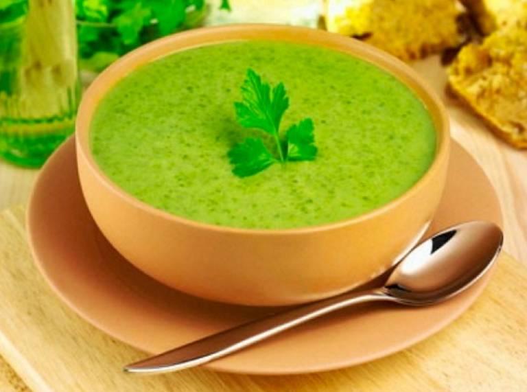 Cháo rau cần là món ăn tốt cho sức khỏe mà bệnh nhân bệnh thống phong không nên bỏ qua