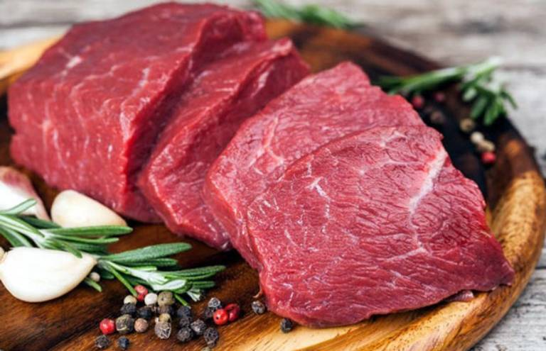 Thịt bò mặc dù xấu cho bệnh nhân gut nhưng lại không thể đào thải hoàn toàn khỏi phần thức ăn