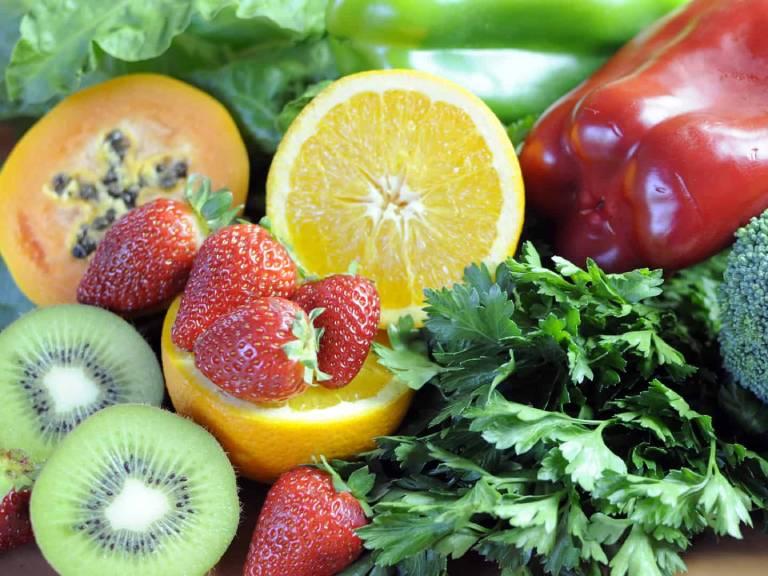 Thay đổi thói quen chế độ ăn uống là điều nên làm khi nồng độ a-xít uric trong máu tăng lên cao